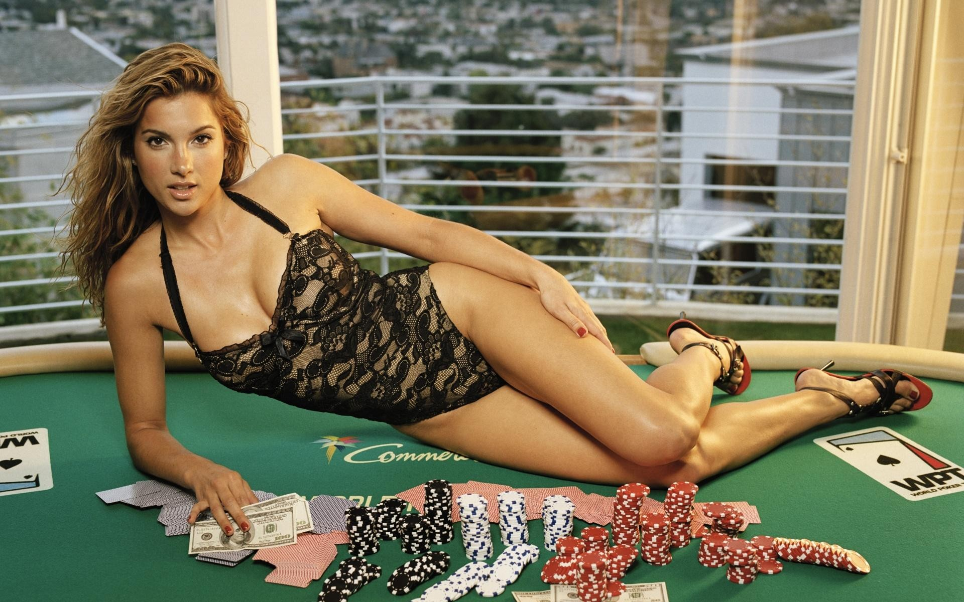 Hasil gambar untuk poker girl wallpaper
